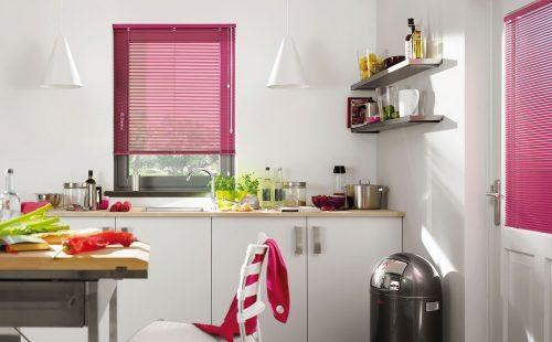 horizontale aluminium jaloezie voelt zich ook in de keuken thuis